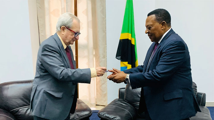 Mechanism President Carmel Agius (left) with Tanzania's Minister of Constitutional and Legal Affairs, Dr. Augustine Mahiga
